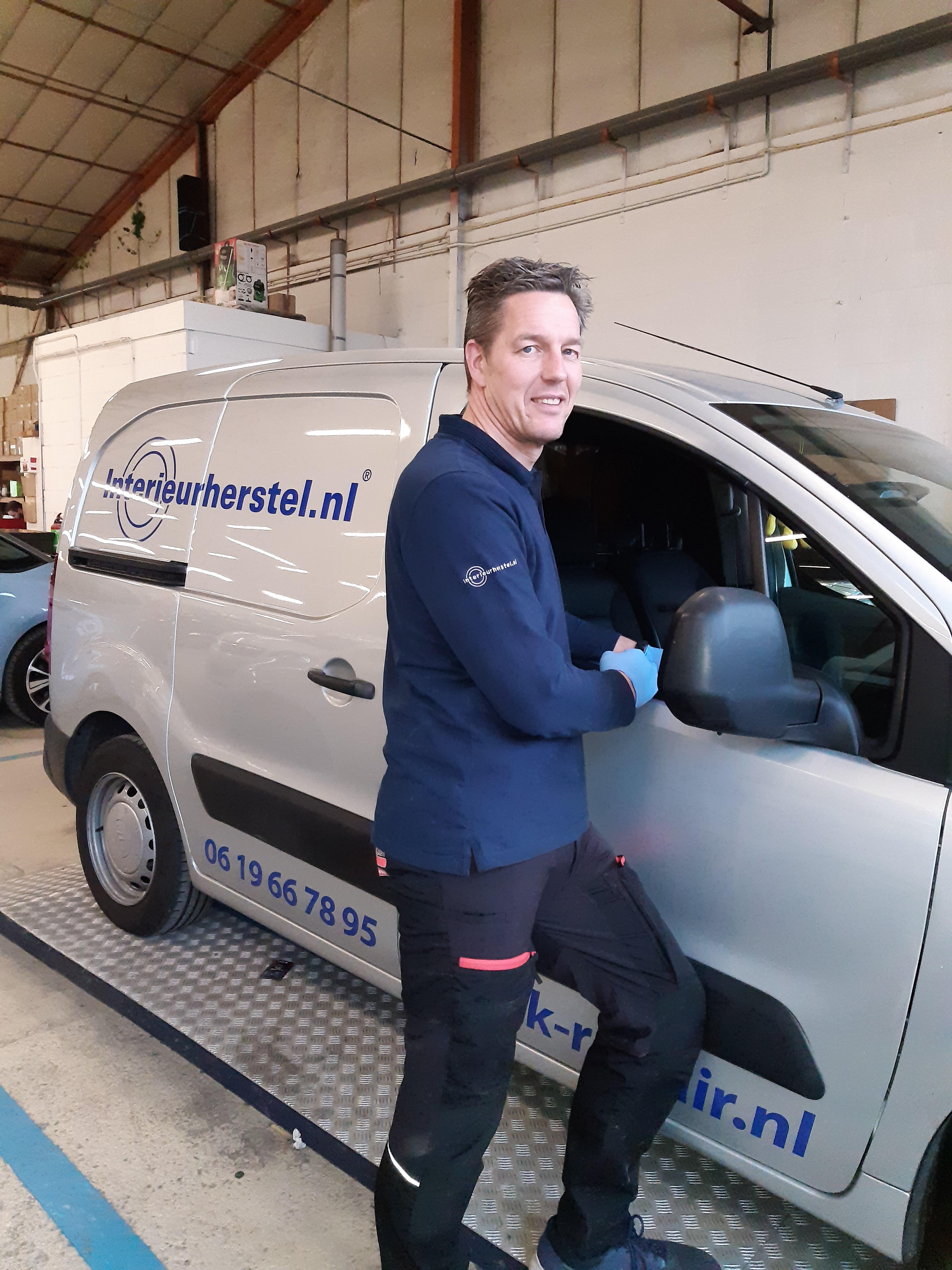 At work!  Auto Interieurherstel.nl krimpenerwaard