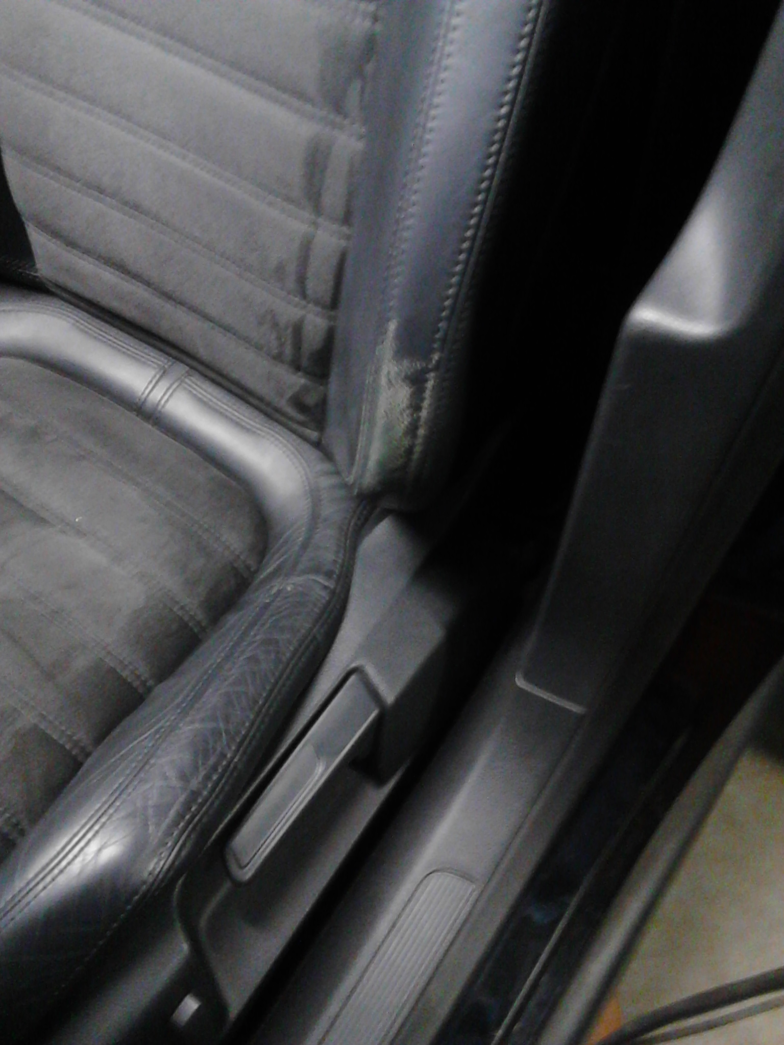 Leer reparatie den haag ochtend schoonmaakwerk for Interieur auto schoonmaken